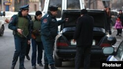 Armenia - Police search a car in Yerevan in a manhunt for the gunman who killed 6 people in Gyumri, 12Jan2015.