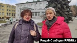 Алену Лебядзінскую (зьлева) будуць судзіць заўтра. Раісе Алецкай (справа) прысудзілі сёньня 15 сутак.