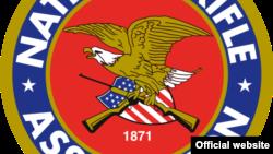 Эмблема Национальной стрелковой ассоциации. Мало какая еще организация в США в последние годы подвергается такой критике.