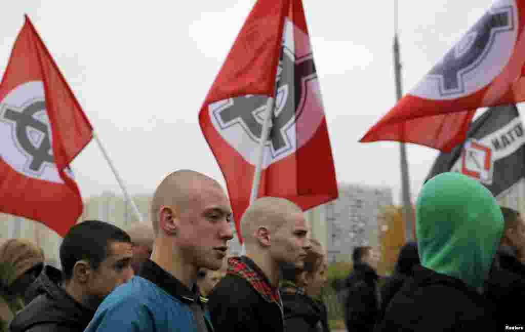 Позиції учасників ходи щодо російської агресії в Україні були діаметрально протилежними. За словами одного з організаторів «Російського маршу» у Любліно, активісти його організації виступають за цілісність та непорушність кордонів України