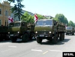 Подразделения грузинской армии на параде. Тбилиси, 26 мая 2006 года.