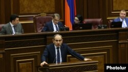 Armenia - Opposition leader Nikol Pashinian speaks in the parliament during a debate on tax cuts demanded by his Yelk alliance, 16 February 2018.