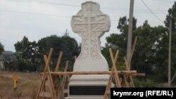 Иллюстративное фото: Поклонный крест на старом крымскотатарском кладбище, Крым