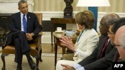 Барак Обама Демократиялық партия жетекшілерімен кездесуде. Вашингтон, 15 қазан 2013 жыл.