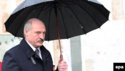 Грузинские политологи считают, что белорусский лидер, кроме всего прочего, привез в Тбилиси и послания из Москвы, в том числе и такие, которые могут показаться соблазнительными грузинской стороне
