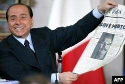 Сильвио Берлускони на пресс-конференции в бытность премьер-министром Италии. Рим, 23 декабря 2005 года.
