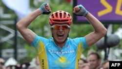 Kazakhstan's Alexandre Vinokourov celebrates as he crosses the finish line in London.