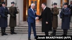 Голова МЗС Польщі Яцек Чапутовіч (л) та державний секретар США Майк Помпео (п) у Варшаві, 12 лютого 2019 року
