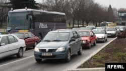 Една од причините за големата загаденост е употребата на стари возила во сообраќајот.