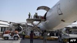 آرشیف، صادرات محصولات و تولیدات افغانستان از طریق دهلیز هوایی