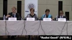 Нозирони интихоботии ODIHR дар соли 2013 ба журналистон гузориш медиҳанд