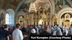 В храме во время молебна за успешную сдачу ЕГЭ