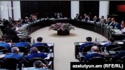 На заседании правительства Армении (архивная фотография)