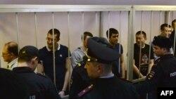 Подсудимые в Замоскворецком суде в день оглашения приговора, 21 февраля 2014 года