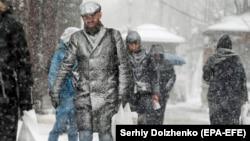 За прогнозами синоптиків, найближчими днями в Україні сильно похолодає, і йтиме сніг