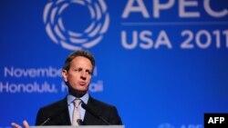 Американскиот министер за финасии Тимоти Гајтнер се срентна со неговиот јапонски колега Јун Азуми