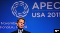 Министр финансов США Тимоти Гайтнер выступает на саммите