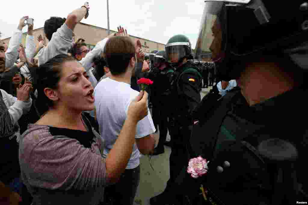 «Жорстокість поліції стане вічним соромом для іспанської держави», – заявив на прес-конференції президент автономної влади Каталонії Карлес Пучдемон