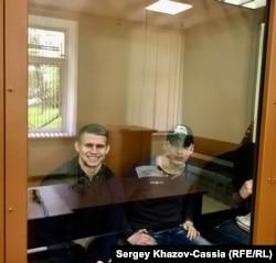 Кирилл Халепо (слева) и Виталий Царук в Московском окружном военном суде. 14 июня 2017 г.