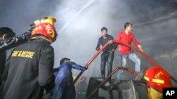 Vatrogasci gase požar, Bangladeš, fotoarhiv