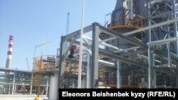 """Нефтеперегонный завод """"Кара-Балта"""" в Кыргызстане. 9 сентября 2013 года."""