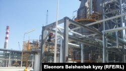Қытаймен бірлесіп салған Қарабалта мұнай өңдеу зауыты. Қырғызстан, 9 қыркүйек 2013 жыл. (Көрнекі сурет)