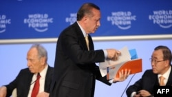 Türk qəzetlərinə baxanda Tayyip bəyin «Davos kükrəməsi»ni qiymətləndirən yazarların narahat olduğunu görürdük