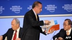 Төркия премьер-министры Рәҗәп Тайип Эрдоган атнакич Давоста Израил президенты Шимон Перес белән талашып, җыенны ташлап чыгып китте.