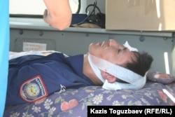 Шаңырақ қақтығысында тұрғындар қолында қалып, соңынан босатылған полицей қызметкері. Алматы. 14 шілде 2006 жыл