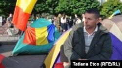 """După prima noapte de protest în """"Orășelul Demnității"""" din centrul Chișinăului"""