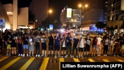Протестувальники у Гонконгу на акції 23 серпня у пам'ять про такі акції в окупованих СРСР державах Балтії 30 років тому, напередодні сьогоднішніх подій