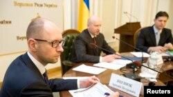 Ուկրաինայի վարչապետ Արսենի Յացենյուկը և նախագահի պաշտոնակատար Օլեքսանդր Տուրչինովը մասնակցում են Գերագույն ռադայի հատուկ հանձնաժողովի նիստին: Կիև, 14 ապրիլի, 2014թ.