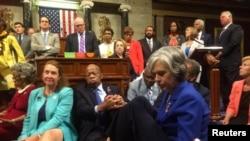 Сидячая забастовка членов палаты представителей конгресса США от Демократической партии.