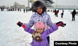 Laysan Akhmetova and her daughter