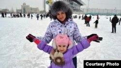 31-летняя полицейская Лейсан Ахметова на отдыхе с дочерью. Казань.
