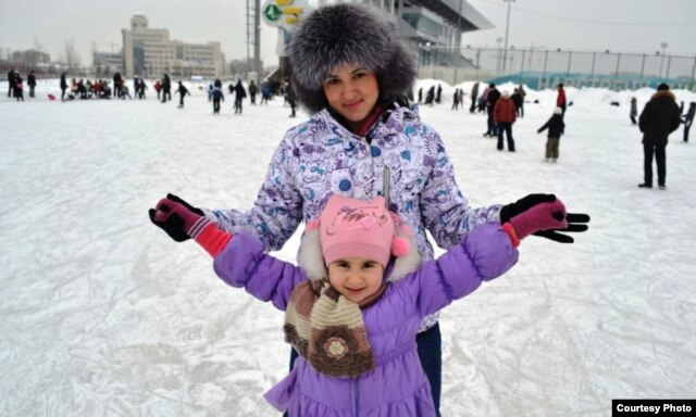 Laysan Akhmetova and her daughter