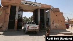 Ulaz u zatvor u Hasaki u Siriji.