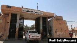 Suriyada kürd döyüşçü
