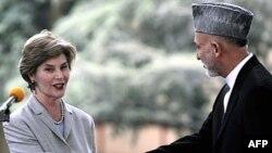 Ҳомиди Карзай ва Лаура Буш: Афғонистон аз ИМА ҳамоно дасти кумак таваққӯъ дорад