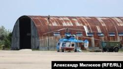 Ка-226 проходит регламентные работы на аэродроме в Николаеве, 12 июля 2018 года