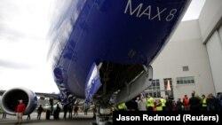 Вже низка країн і авіакомпаній по всьому світу заборонила польоти авіалайнера Boeing 737 MAX 8 через після авіакатастрофи в Ефіопії