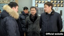 Kyrgyz Prime Minister Sapar Isakov (right) visited the power station on January 27 to assess the situation.