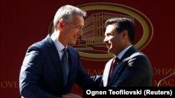 Sekretari i NATO-s, Jens Stoltenberg, dhe kryeministri i Maqedonisë, Zoran Zaev.