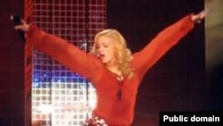 «Прорываться» на концерт Мадонны никто не будет: рекламные плакаты спонсора решено сменить на менее агрессивные