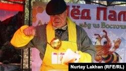 Бал сатушы, омарташы. Алматы, 31 қазан 2014 жыл.