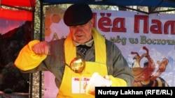 Продавец мёда. Алматы, 31 октября 2014 года.