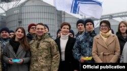 Марина Порошенко й учасники акції в Одесі на фрегаті «Гетьман Сагайдачний», 26 лютого 2019 року