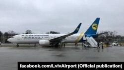 Літак незначно викотився за межі злітної смуги і не зазнав пошкоджень, ніхто не потерпів, але аеропорт був кілька годин закритий