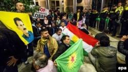 متظاهرون أكراد في البرلمان الهولندي
