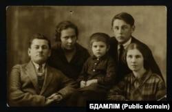 Разам з братам Васілём Шашалевічам і сям'ёй